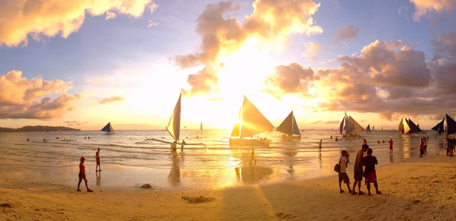 Discover 5 Gay Places in Boracay